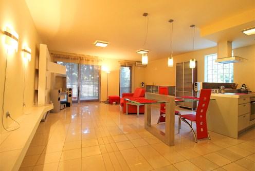 niezwykle przestronny salon w ekskluzywnym apartamencie do sprzedaży Kraków