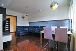widok na jadalnię oraz salon w luksusowym apartamencie na sprzedaż Kraków
