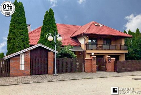 widok od strony ulicy na front luksusowej willi do sprzedaży Katowice (okolice)