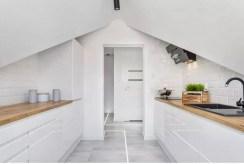 zabudowana funkcjonalnie kuchnia w luksusowym apartamencie do sprzedaży Gdynia