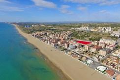 widok z lotu ptaka na osiedle, na którym mieści się oferowany do sprzedaży ekskluzywny apartament Hiszpania (Guardamar De Segur)