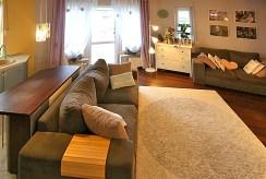 widok z innej perspektywy na luksusowy salon w ekskluzywnym apartamencie na sprzedaż Inowrocław