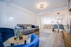widok na przestronny i elegancki salon w ekskluzywnym apartamencie do sprzedaży Hiszpania (Orihuel)