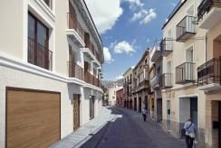 widok od strony ulicy na osiedle, na którym znajduje się oferowany na sprzedaż luksusowy apartamencie Hiszpania (Orihuel)