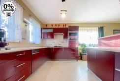 widok na kuchnię w nowoczesnej zabudowie w ekskluzywnej willi do sprzedaży Katowice (okolice)