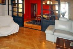 przestronny i funkcjonalny hol w luksusowym apartamencie na sprzedaż Piotrków Trybunalski