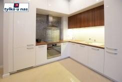 nowoczesna kuchnia w zabudowie w luksusowym apartamencie do wynajmu Suwałki