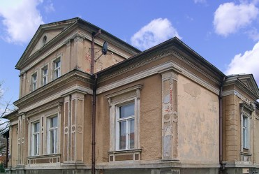 widok od frontu na luksusowy pałac do sprzedaży lubuskie