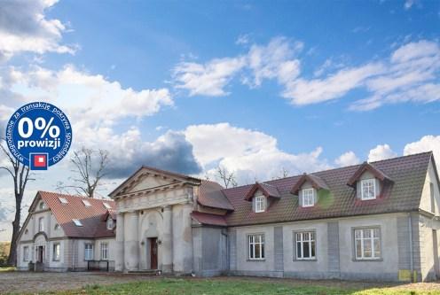 reprezentacyjne wejście z kolumnami do luksusowego pałacu na sprzedaż dolnośląśkie
