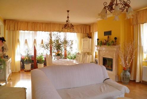 zbliżenie na kominek w salon w luksusowej willi na sprzedaż Szczecin