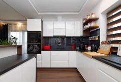nowoczesna kuchnia w zabudowie w ekskluzywnej willi na sprzedaż Tarnów