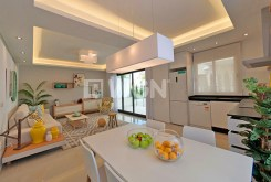 komfortowe i przestronne wnętrze ekskluzywnego apartamentu na sprzedaż Hiszpania