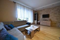 widok na salon w ekskluzywnym apartamencie do wynajmu Bolesławiec