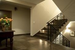 funkcjonalny korytarz w luksusowej willi do sprzedaży Szczyrk
