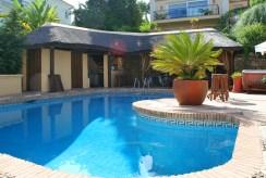 na pierwszym planie basen przy ekskluzywnej willi do sprzedaży Hiszpania (Costa del Sol, Malaga)