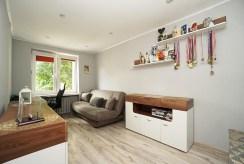 jeden z komfortowych pokoi w ekskluzywnym apartamencie na sprzedaż Elbląg