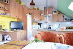 kuchnia w funkcjonalnej zabudowie w ekskluzywnej willi do sprzedaży Legnica (okolice)