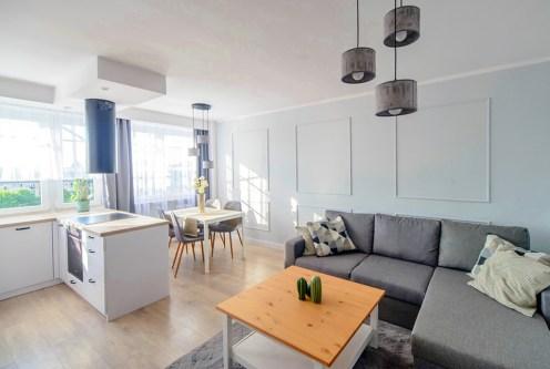 nowoczesny aranż salonu w ekskluzywnym apartamencie do sprzedaży Szczecin