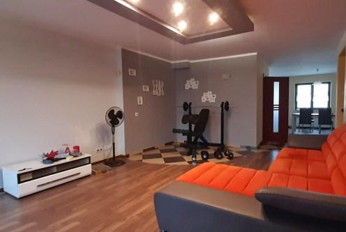 efektowne oświetlenie salonu w luksusowym apartamencie do wynajęcia Legnica (okolice)