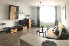druga strona pokoju dziennego w luksusowym apartamencie na wynajem Szczecin