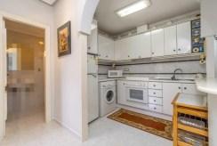 komfortowo zabudowana kuchnia w ekskluzywnej willi na sprzedaż Hiszpania (Costa Blanca, Orihuela Costa)