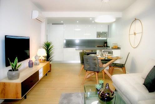 zaaranżowane z wyczuciem gustu wnętrze luksusowego apartamentu na sprzedaż Hiszpania (Orihuela Costa, Villamartin)