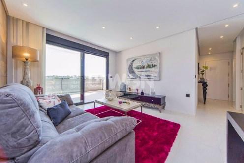 stylowy pokój w luksusowym apartamencie do sprzedaży w Hiszpanii