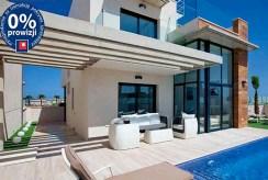 imponujący taras a także basen przy luksusowej willi do sprzedaży Hiszpania