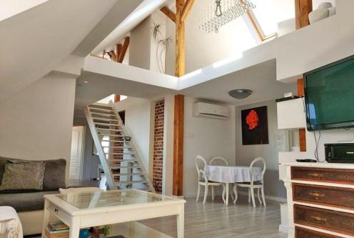 słoneczne i przestronne wnętrze luksusowego apartamentu na sprzedaż Legnica (okolice)