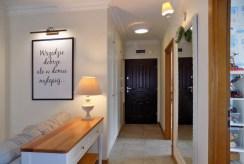 funkcjonalny hol w luksusowym apartamencie na sprzedaż Ełk