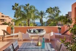 ekskluzywny taras przy luksusowym apartamencie na sprzedaż Hiszpania