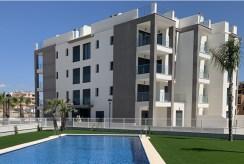 przepiękny basen na terenie elitarnego osiedla, na którym mieści się oferowany do sprzedaży ekskluzywny apartament Hiszpania (Villamartin, Alicante)