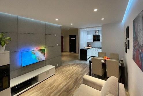 zaprojektowany zgodnie z najnowszymi trendami pokój dzienny w luksusowym apartamencie na sprzedaż Pruszcz Gdańsk