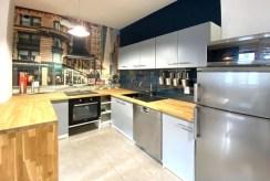 zdjęcie pokazuje aneks kuchenny w ekskluzywnym apartamencie na wynajem Szczecin