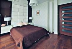 zaciszna sypialnia w ekskluzywnym apartamencie na sprzedaż Gdańsk (okolice)