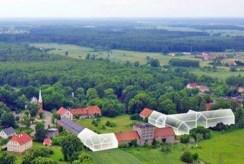 widok z lotu ptaka prezentujący cały kompleks pałacowy na sprzedaż Dolny Śląsk