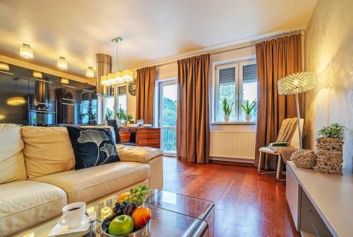 ekskluzywny pokój dzienny w luksusowym apartamencie na sprzedaż Bolesławiec