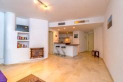kuchnia i pokój dzienny w ekskluzywnym apartamencie do sprzedaży Hiszpania (Punta Prima)