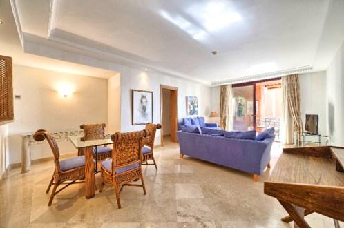 elegancki pokój dzienny w luksusowym apartamencie do sprzedaży Hiszpania