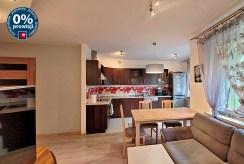 widok z salonu na kuchnię w ekskluzywnym apartamencie do wynajmu Wrocław