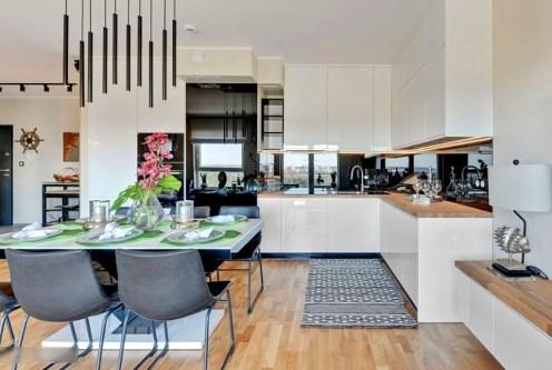 zbliżenie na jadalnię oraz kuchnię w luksusowym apartamencie na sprzedaż Gdańsk
