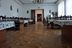 zdjęcie prezentuje luksusową salę balową w ekskluzywnym pałacu na sprzedaż Wielkopolska