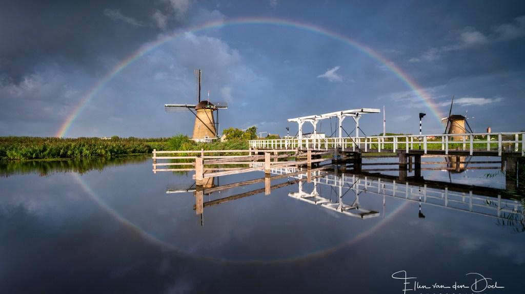 Regenboog boven de molen
