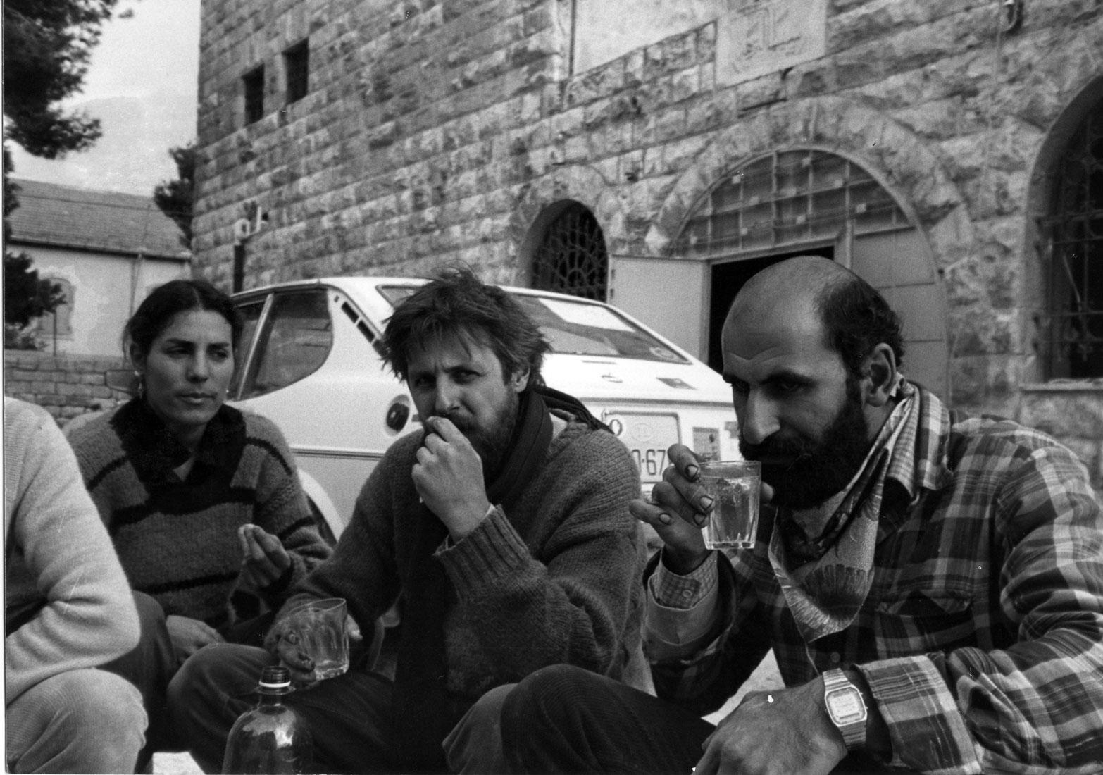 Edward Muallem, Francois Abu Salem, Jackie Lübeck, lunch break during the restoration 1983