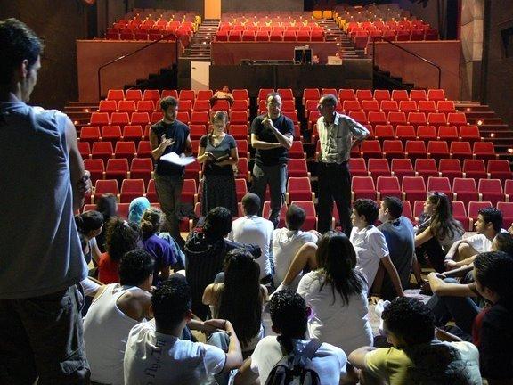 مدرسة المسرح تعمل