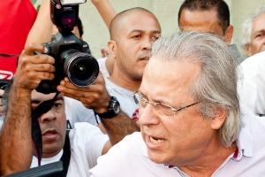 Em sua última aparição pública, José Dirceu chega para votar em São Paulo, no domingo (7)