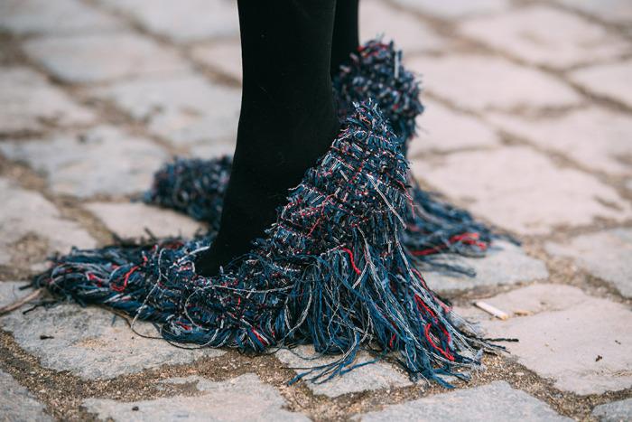 Αποτέλεσμα εικόνας για Τα πιο περίεργα παπούτσια στην εβδομάδα μόδας του Παρισιού