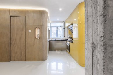 space-is-maximized-in-the-kitchen-thanks-to-the-functional-boxes-the-fridge-and-additional-storage-are-built-into-the-bathroom-volume-on-the-left