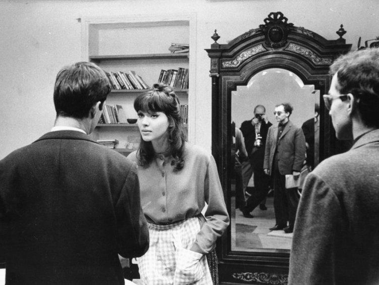une-femme-est-une-femme-1961-002-jean-claude-brialy-anna-karina-jean-luc-godard-behind-the-scenes-00m-xnz