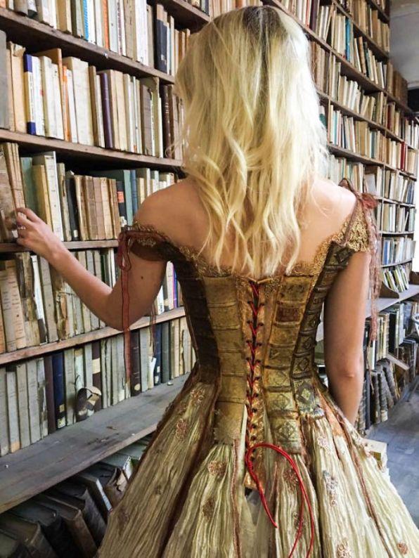 WebMDI-Incredibly-Amazing-Dresses-By-Sylvie-Facon-04